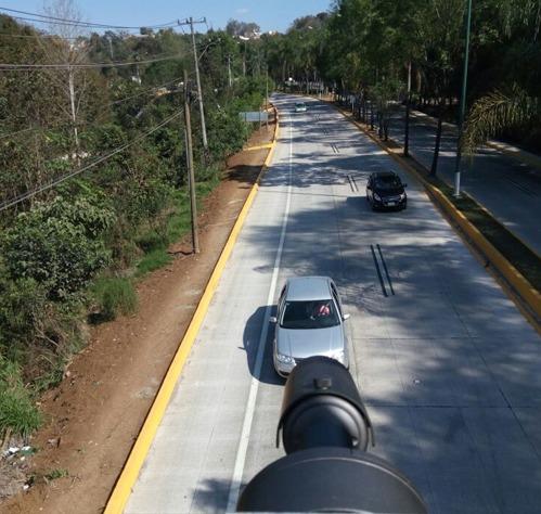 arcos en la carretera